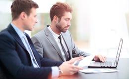 interesy ilustracyjni ludzie jpg położenie Biznesu drużynowy działanie na ich biznesowym projekcie Fotografia Stock