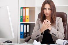 interesy ilustracyjni ludzie jpg położenie Portret kobieta w biurze Obrazy Stock