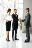 interesy ilustracyjni ludzie jpg położenie Pomyślne partnera biznesowego chwiania ręki w th Zdjęcia Stock