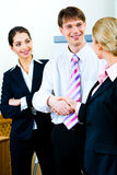 interesy uścisków dłoni partnerów Obraz Stock