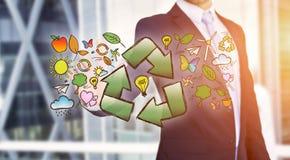 Interfaccia commovente di ecologia dell'uomo d'affari con la freccia che ricicla logo Immagine Stock