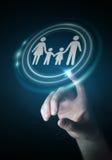 Interfaccia della famiglia della tenuta dell'uomo d'affari nella sua rappresentazione della mano 3D Fotografia Stock Libera da Diritti