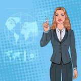 Interfaccia olografica di Art Business Woman Using Virtual di schiocco Schermo attivabile al tatto futuristico di tecnologia Fotografia Stock Libera da Diritti