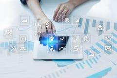 Interface d'écran virtuel avec des icônes d'applications apps Concept de technologie d'Internet de planification de stratégie illustration libre de droits