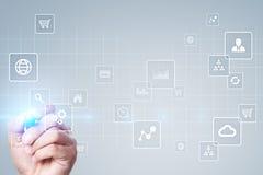 Interface d'écran virtuel avec des icônes d'applications Concept de technologie d'Internet Images libres de droits