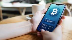 Interface de portefeuille de Bitcoin sur l'écran de smartphone Paiements de Cryptocurrency et technologie de blockchain images stock