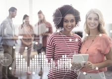 Interface de recouvrement d'affaires avec les femmes et l'ordinateur portable images stock