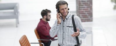 Interface gestionnaire parlant au téléphone image stock