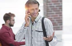 Interface gestionnaire parlant au téléphone photographie stock