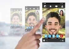 Interface visuelle sociale émouvante de la causerie APP de main Photographie stock