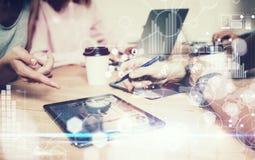Interfaces virtuelles de graphique d'innovation d'icône de stratégie globale Jeunes affaires Team Brainstorming Meeting Process c photos stock