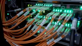 Interfaz del conector óptico de la fibra Red de ordenadores de la tecnología de la información, cables ópticos de la fibra de la  almacen de video