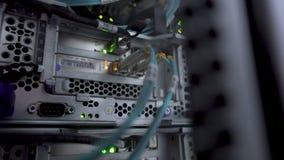 Interfaz del conector óptico de la fibra Swich del canal de la fibra Separa el ordenador en un estante en la d grande almacen de metraje de vídeo