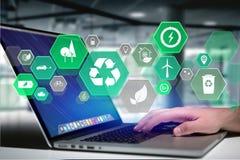 Interfaz ecológico de la tecnología con el icono exhibido en un futuristi fotos de archivo libres de regalías