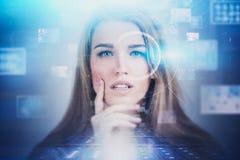 Interfaz rubio de HUD de la mujer, concepto del AI fotografía de archivo