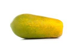 Interi frutti della papaia su bianco immagini stock libere da diritti