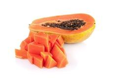 Interi frutti della papaia su fondo bianco Immagini Stock