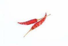 Interi peperoncini rossi rossi secchi su bianco Fotografie Stock Libere da Diritti