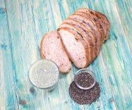Interi semi del pane e di chia del grano Immagine Stock