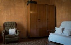 Interion av gammal vardagsrum för f.m. Royaltyfri Bild