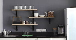 Interior à moda da cozinha video estoque