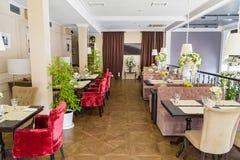 Interior à moda do restaurante moderno imagem de stock royalty free
