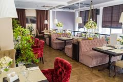 Interior à moda do restaurante moderno fotografia de stock royalty free