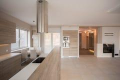 Interior à moda espaçoso da casa de campo Imagem de Stock Royalty Free