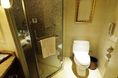 Interior 8 del cuarto de baño del hotel imagen de archivo libre de regalías