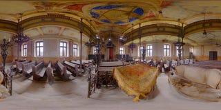 Interior abandonado de la sinagoga en Gherla, Rumania fotografía de archivo libre de regalías