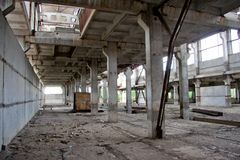 Interior abandonado grande del edificio industrial Fotografía de archivo libre de regalías