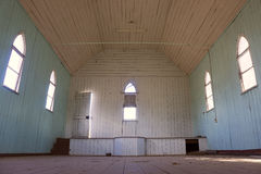 Interior abandonado velho da igreja do país foto de stock royalty free