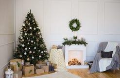 Interior acogedor del hogar de la escena del invierno Imagen de archivo