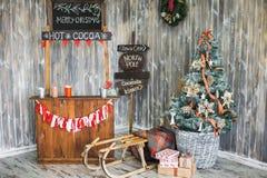 Interior adornado para el día de fiesta de la Navidad Imágenes de archivo libres de regalías