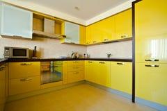 Interior amarillo de la cocina Imágenes de archivo libres de regalías