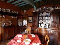 Interior antiguo de una casa vieja en Francia foto de archivo libre de regalías