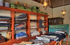 Interior antiquado da loja de roupa Fotos de Stock