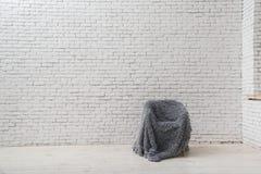 Interior ao estilo do minimalismo sotão imagens de stock royalty free