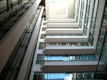 Interior arquitectónico del edificio de oficinas Fotos de archivo