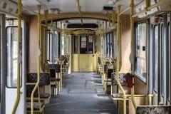 Interior articulado vintage do bonde em Budapest Hungria imagem de stock royalty free