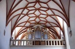 Interior av den gotiska kyrkan i Prejmer Transylvania Royaltyfri Bild
