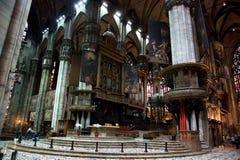 Interior av den Milan domkyrkan. Arkivfoto