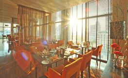 Interior av den moderna restaurangen Arkivfoton