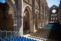 Interior av den San Galgano abbeyen Royaltyfri Foto