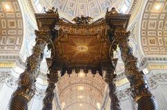 Interior av den Sanktt Peter domkyrkan i Vatican Arkivbild