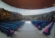 Interior av den Temppeliaukio kyrkan i Helsingfors Arkivfoton