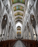 Interior av Santa Maria la Verklig de La Almudena Royaltyfri Foto