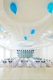 Interior azul e branco do restaurante imagem de stock royalty free