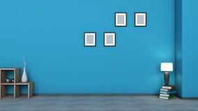 Interior azul Estante de madera con los floreros, los libros y la lámpara Imagenes de archivo