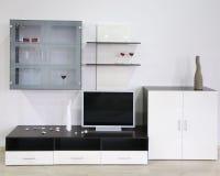 Interior blanco con la TV foto de archivo libre de regalías